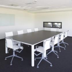 Pami t.four tafels en bureaus