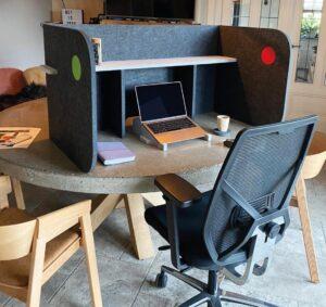 Akopanel Akoestische Workbooth Thuiswerkplek Akoestiek Thuiswerken Projectmeubilair Kantoormeubilair